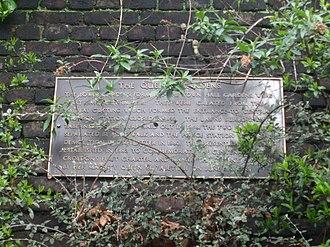 Queen's Gardens (Croydon) - Image: Croydon Central Station 5