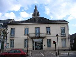 Déols - Town hall.jpg