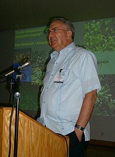 Daniel Simberloff American ecologist and professor.