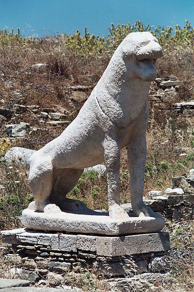Согласно мифам Древней Греции, на острове произошло рождение богов Аполлона и Артемиды