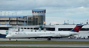 Portland International Jetport - Delta McDonnell Douglas MD-88