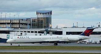 Portland International Jetport - Delta McDonnell Douglas MD-88