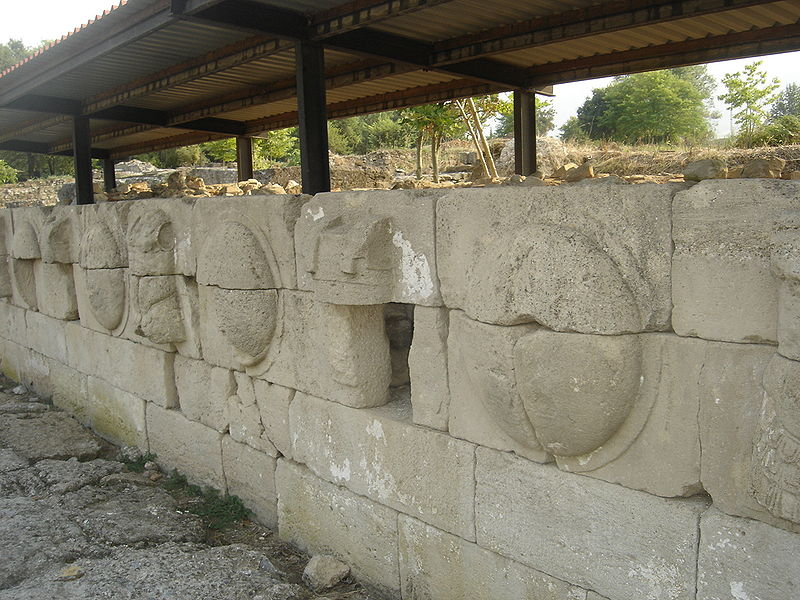 800px Dion aspides Ανασκαφή στο Δίον, Excavation at Dion