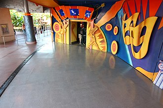 Innoventions (Disneyland) - Image: Dlp innoventions queue