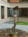 Dresden Brunnenfigur Mädchen mit Blatt 06.jpg