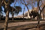 Edificio interior Club Hípico de Santiago y calle interior.JPG