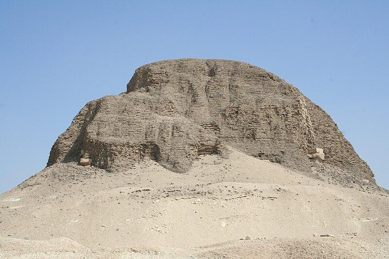 Archivo:El Lahun Pyramid 01.JPG