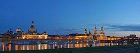 Elberadweg-pano-DSC06346 Dresden Altstadt bei Nacht.jpg