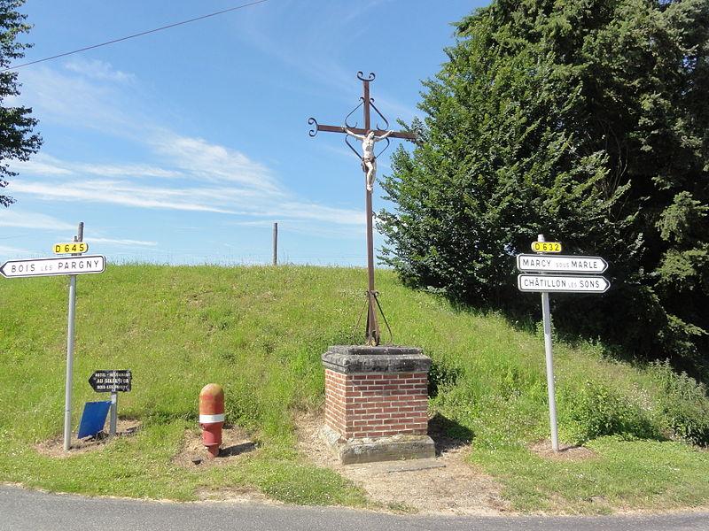 Erlon (Aisne) Croix de chemin