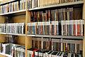 Escola Superior de Música de Catalunya Biblioteca Prestatgeria.JPG