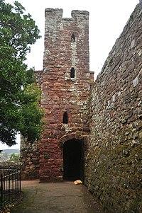 Exeter city walls (9270).jpg