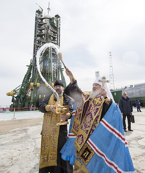 Expedition 55 Soyuz Blessing (NHQ201803200004).jpg