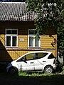 Facade with Parked Vehicle - Kassisaba District - Tallinn - Estonia (36066099125).jpg