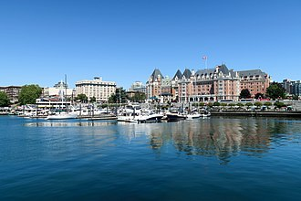 Victoria Harbour (British Columbia) - The Empress Hotel overlooks James Bay and the Causeway Floats (2018)
