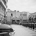Fanfarekorps en erewacht bij een ontvagst bij de Pauselijke Nuntius in Beiroet, Bestanddeelnr 255-6276.jpg