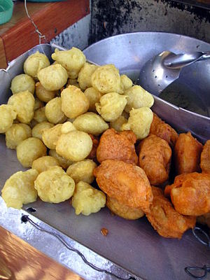 Fish ball - Fish balls and kwek kwek (hard-boiled quail eggs fried in orange-colored batter) in the Philippines