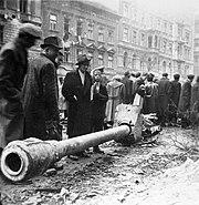 Fortepan József körút, Práter utcától a Pál utca felé nézve. Is-3 harckocsi 122 mm-es ágyújának maradványa 1956 október-november