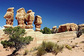 Hoodoo (geology) - Four hoodoos in Devil's Garden (Grand Staircase-Escalante National Monument)