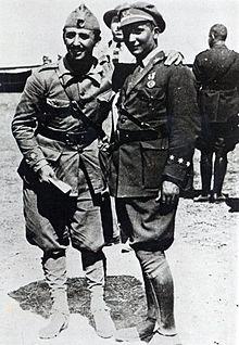 Francisco Franco con il fratello Ramon, pioniere dell'aviazione, nel Marocco spagnolo nel 1925.
