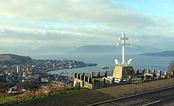 Free French Memorial a pohled na Greenock