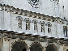 Front der Ludwigskirche.jpg