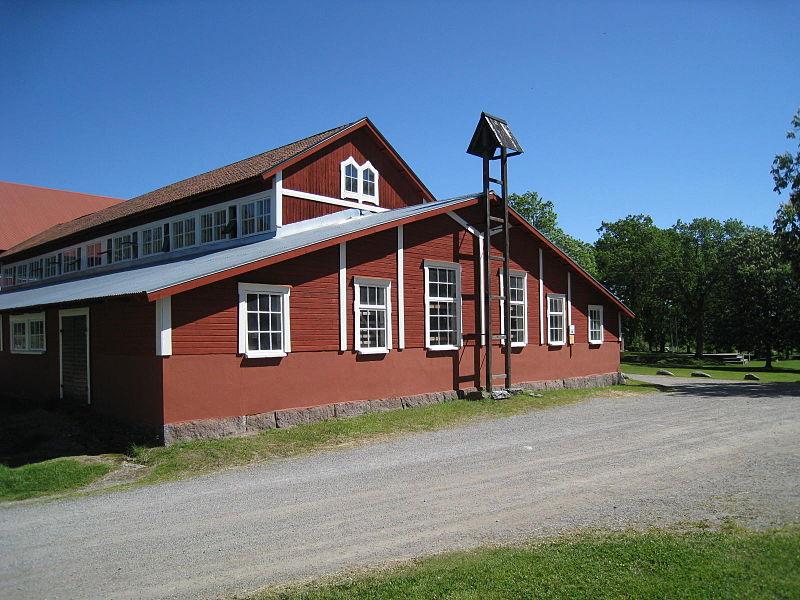 Görvälns gård, ladugården, 2015c.jpg