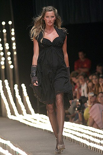 Black - Image: Gisele Bündchen at the Fashion Rio Inverno 2006
