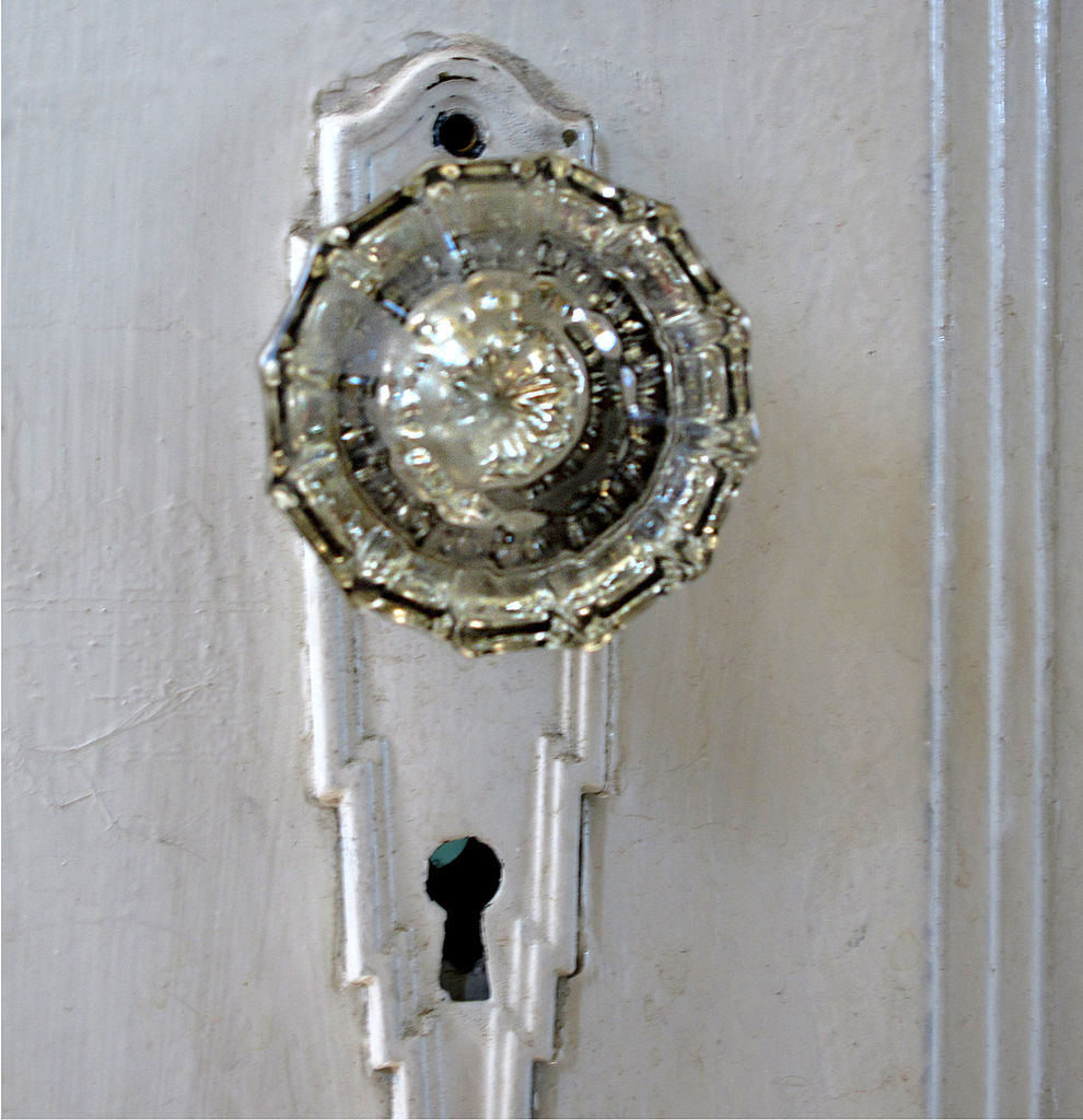 File glass door knob wikimedia commons for 1920 door knobs