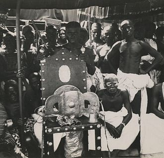 Golden Stool - The Golden Stool on its throne, the hwedom dwa (1935)