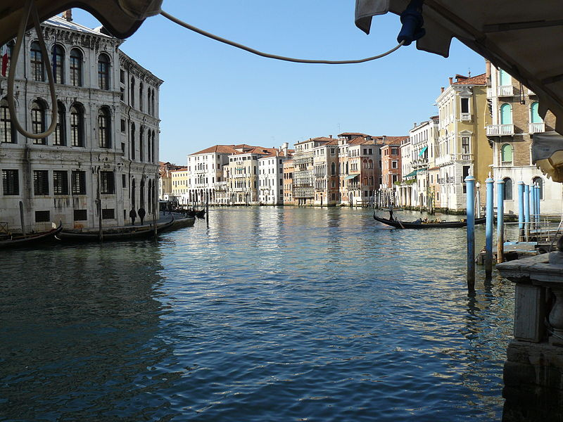 Archivo:Gran Canal cerca de Rialto.jpg