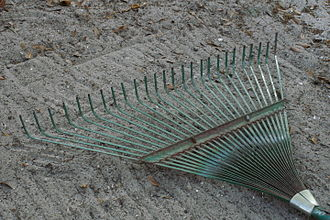 Rake (tool) - A light-duty leaf rake for leaves and grass