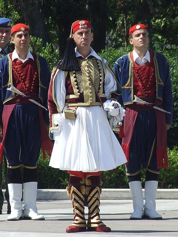 576px-Greek_guard_uniforms_1.jpg