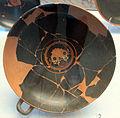 Gruppo di walters, kylix a occhioni con gorgoneion e maschera di dioniso, 530-520 ac. 01 da necrop. del crocif. del tufo, orvieto.JPG