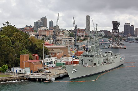 Adelaide class frigates HMAS Newcastle and HMAS Melbourne moored at Fleet Base East HMAS Kuttabul, 2007 (03).JPG
