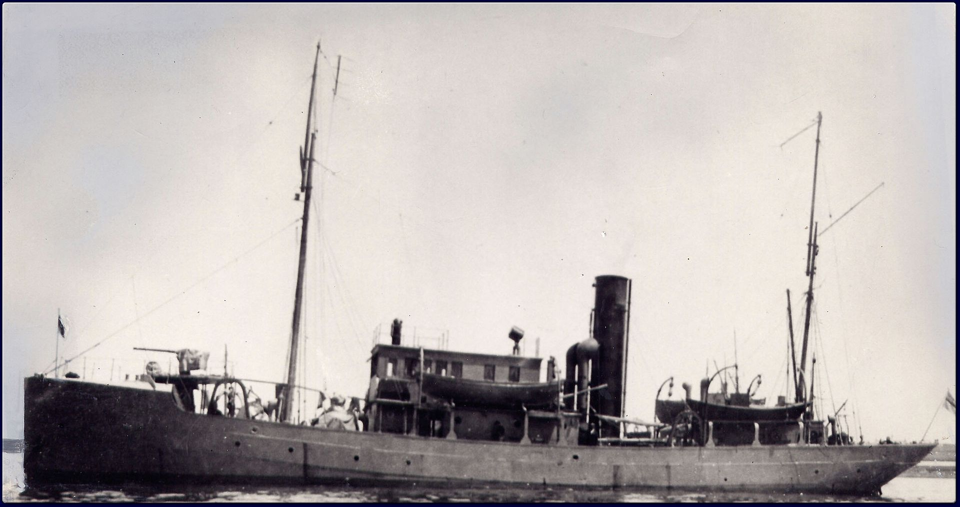 HMCS Thiepval MC-10041.jpg