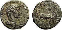 La prima moneta emessa alla zecca di Aelia Capitolina intorno al 130/132 d.C. Rovescio: COL[ONIA] AEL[IA] CAPIT[OLINA] COND[ITA] ('La fondazione di Colonia Aelia Capitolina'), che mostra Adriano mentre ara il primo solco.