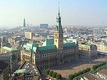 Hamburg-Sevärdheter-Fil:Hamburger Rathaus von St-Petri