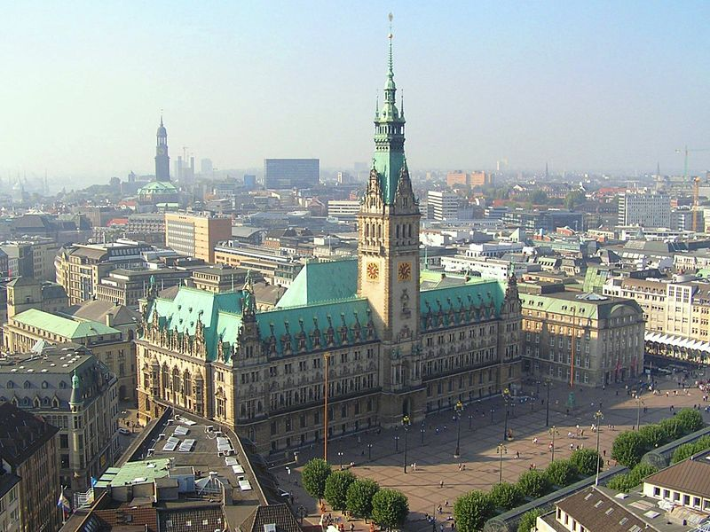 File:Hamburger Rathaus von St-Petri.jpg