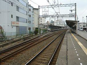 Tonda Station - Tracks at Tonda Station: Kawaramachi-bound track has a passing loop.