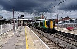 Harrow and Wealdstone station MMB 08 350121.jpg