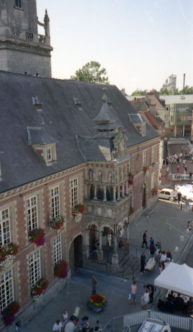 La facade de l'hôtel-de-ville (bretèche)