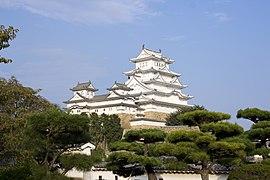 Himeji Castle repainted 3.jpg