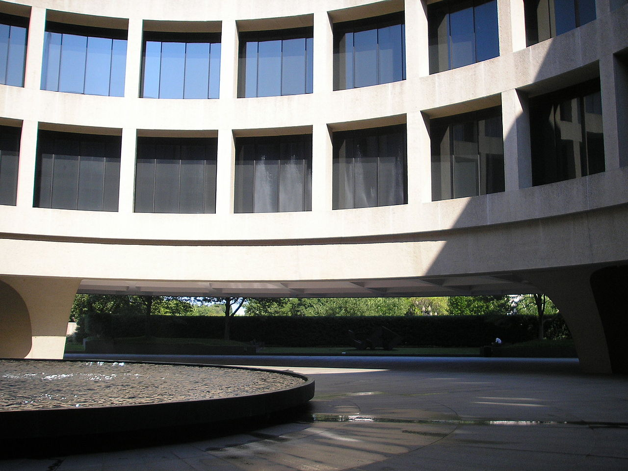 Take A Walk Through Hirshhorn Museum And Sculpture Garden