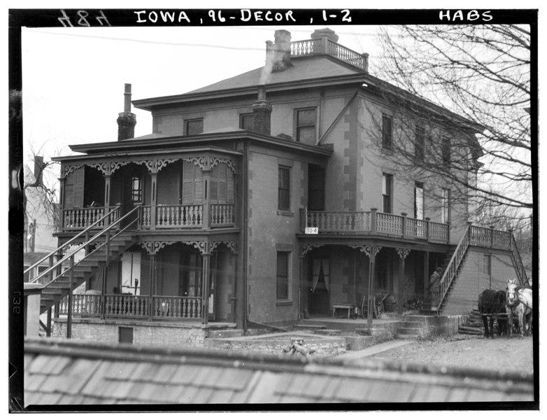 File:Historic American Buildings Survey LeRoy Sampson, Photographer. February 15, 1934 VIEW FROM NORTHEAST - W. S. Bucknell House, 210-13 Winnebago Street, Decorah, Winneshiek County HABS IOWA,96-DECOR,1-2.tif