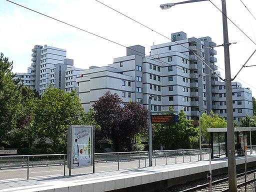 Hochhauskomplex Rot