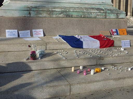 Hommage aux victimes des attentats du 13 novembre 2015 en France fait Place de Neuve à Genève-02