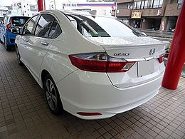 Honda GRACE HYBRID EX (GM4) rear.JPG