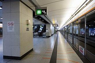 Hong Kong station - Platform 4 (Tung Chung line)