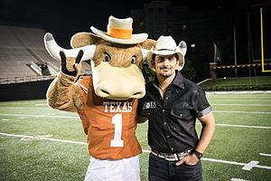 Hook 'em (mascot) - Hook 'Em with country music star Brad Paisley