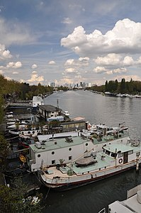 Houseboats on the Seine river in Saint-Cloud 007.JPG